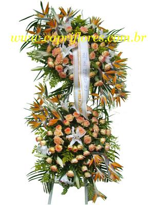 1005 Coroa de Flores - Estilada com 2 Buquês
