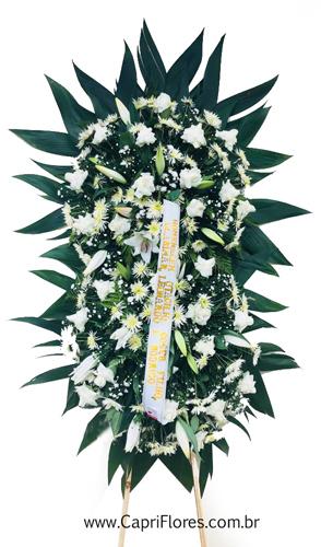 1229 Coroa de Flores com Rosas Dobradas em 2 buquês médios