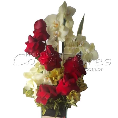 2425 ♥ Arranjo de Orquídea Phalianópolis com Rosas Dobradas