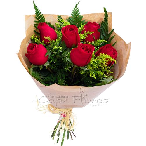 2939 ♥ Buquê com Meia Dúzia de Rosas Vermelhas - Papel Kraft