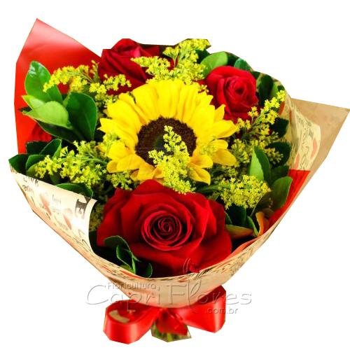2950 ♥ Buquê com 3 Rosas Dobradas e 1 Girassol