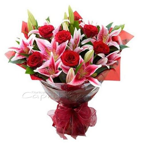 3037 ♥ Buquê de Rosas Vermelhas e lírios Cor de Rosas