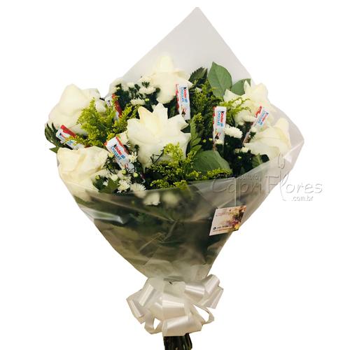 3446 ♥ Buquê Meia Dúzia de Rosas Brancas Dobradas + Kinder Chocolate